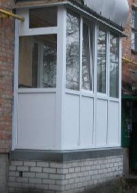 Вариант остекления балкона в Пскове