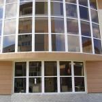 Окна Псков. Кафе на улице Рокоссовского. Фасад. Тонированные стеклопакеты