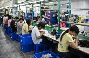 Мануфактура - ручной труд наемных рабочих.